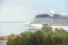 Bateau de croisière de passager dans le port de la mer baltique Photographie stock libre de droits