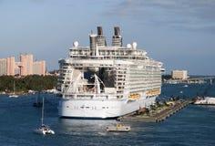 Bateau de croisière de port de Nassau photos stock