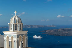 Bateau de croisière quittant Santorini, Grèce Images stock