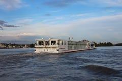 Bateau de croisière sur le Rhin Image libre de droits
