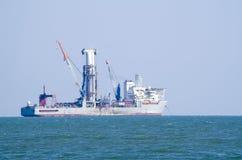 Bateau de foret de mer profonde sur l'ancrage Photos stock