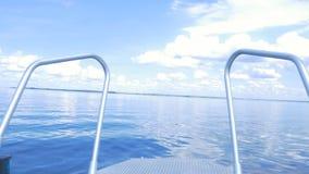 Bateau de Front View de nez de bateau en mer Vue de canot automobile Le canot automobile moderne élégant est au dock pendant l'ét Photographie stock libre de droits