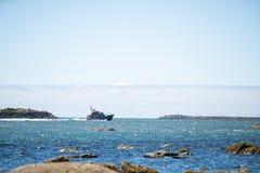 Bateau de garde-côte dans la baie de Tillamook photo libre de droits
