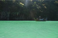 Bateau de lagune et de longue queue Image libre de droits