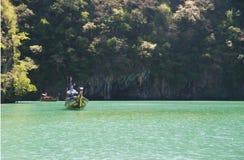 Bateau de lagune et de longue queue Images libres de droits