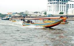 Bateau de Longtail sur Chao Phraya River photos libres de droits