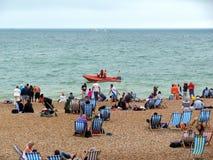 Bateau de maître nageur chez Brighton Beach, Angleterre Photo stock