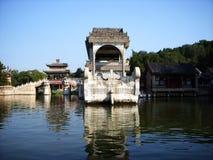 Bateau de marbre dans le palais d'été photo stock