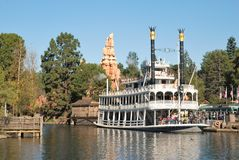 Bateau de Mark Twain chez Disneyland, CA Photographie stock libre de droits