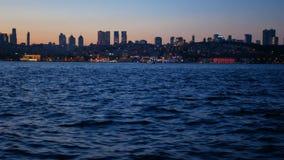 Bateau de mer de nuit de ville clips vidéos
