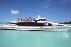 Bateau de navette d'aéroport en Bora Bora Images libres de droits