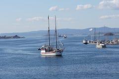 Bateau de navigation dans Oslofiord Images libres de droits