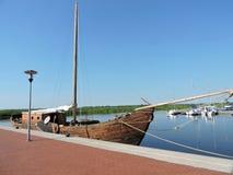 Bateau de navigation en bois Photos stock