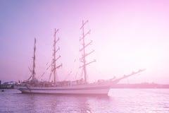Bateau de navigation rêveur Photographie stock libre de droits