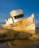 Bateau de pêche abandonné Images libres de droits