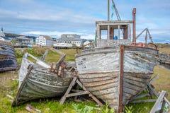 Bateau de pêche abandonné dans BerlevÃ¥g dans Finnmark, Norvège photographie stock