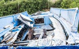 Bateau de pêche abandonné sur la plage, Alonissos, Grèce Image stock