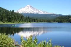 Bateau de pêche au capot de Mt. Photos libres de droits