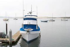 Bateau de pêche au dock Image stock