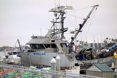 Bateau de pêche au dock Photographie stock libre de droits