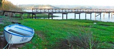 Bateau de pêche au lac Knysna l'Afrique du Sud Photo libre de droits