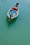 Bateau de pêche avec des flotteurs Photographie stock libre de droits