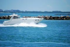 Bateau de pêche blanc de sport Photos libres de droits