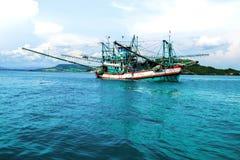 Bateau de pêche cambodgien image libre de droits