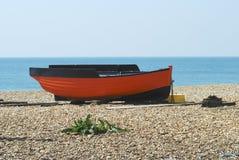 Bateau de pêche chez Shoreham. Le Sussex. LE R-U photo stock