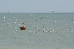 Bateau de pêche chez Worthing sussex l'angleterre image libre de droits