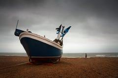 Bateau de pêche dans Hastings, R-U photo libre de droits
