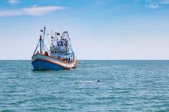 Bateau de pêche dans le golfe de Thaïlande Images libres de droits