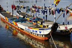 Bateau de pêche dans le port d'Aneho au Togo image stock