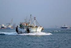 Bateau de pêche de chinois traditionnel Photographie stock
