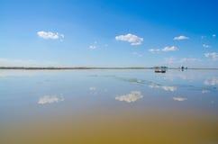 Bateau de pêche de lac Images libres de droits