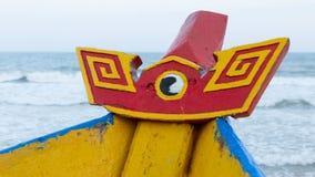 Bateau de pêche en bois coloré à la mer de Chinois de sout Photographie stock