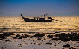 Bateau de pêche en mer Photos libres de droits