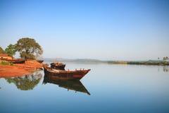 Bateau de pêche fabriqué à la main indien Image stock