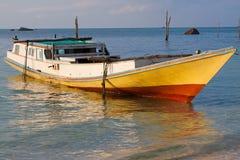 Bateau de pêche indonésien Image libre de droits