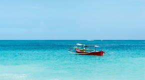 Bateau de pêche indonésien traditionnel Images stock