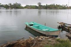 Bateau de pêche mexicain photographie stock libre de droits