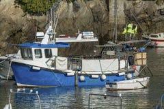 Bateau de pêche de Newquay, amarré dans le port de Newquay images stock