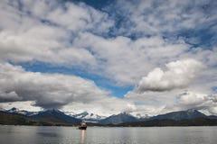 Bateau de pêche près de baie d'Auke photo libre de droits