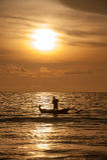 Bateau de pêche près de l'île de Bali, Indonésie Photos stock