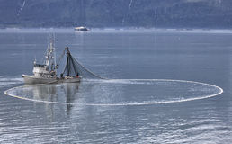 Bateau de pêche professionnelle image stock