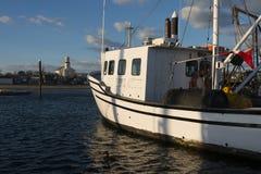 Bateau de pêche professionnelle au dock Photo stock