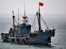 Bateau de pêche, Qingdao, Chine photographie stock libre de droits