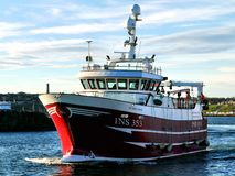 Bateau de pêche Rosebloom INS353 en cours photographie stock libre de droits
