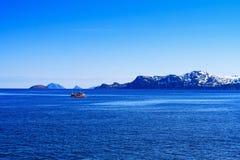 Bateau de pêche sur des sites d'eau libre Photos libres de droits