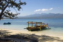 Bateau de pêche sur l'île de Gili - Indonésie Photos stock